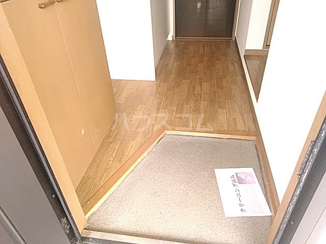 ラ・フランスKAZU  101号室の玄関