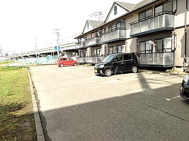 フェリーチェ 202号室の駐車場