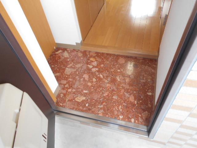 プレジール 203号室の玄関