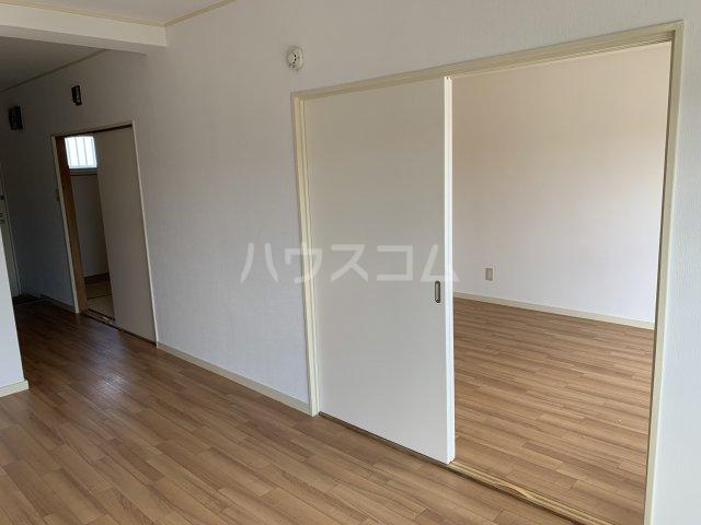 飯田マンション 402号室のリビング
