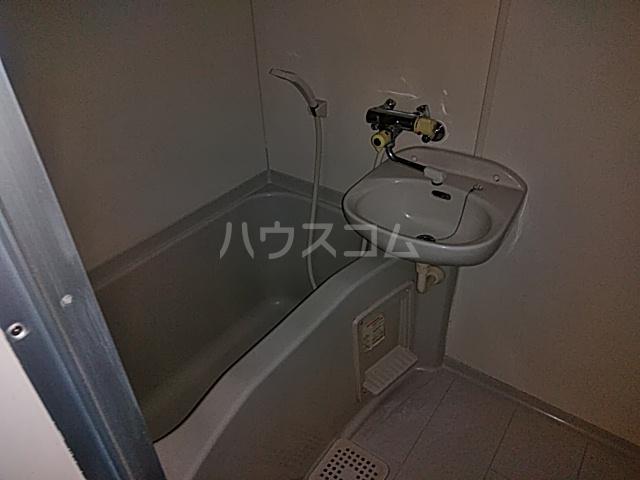 ヨコハマトラディショナルビュー 205号室の風呂