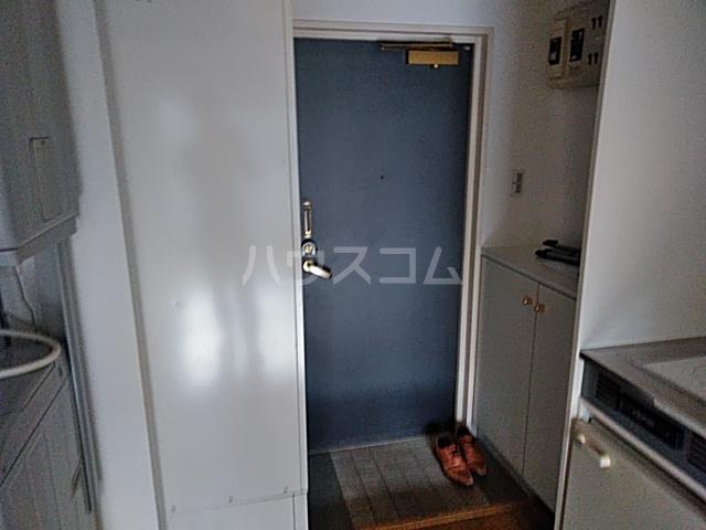 ヨコハマトラディショナルビュー 205号室の玄関