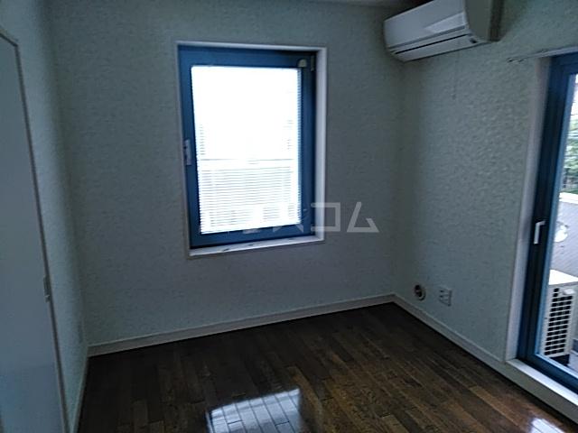 ヨコハマトラディショナルビュー 205号室の居室