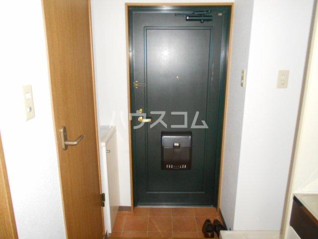 ウィステリア壱番館 302号室の玄関