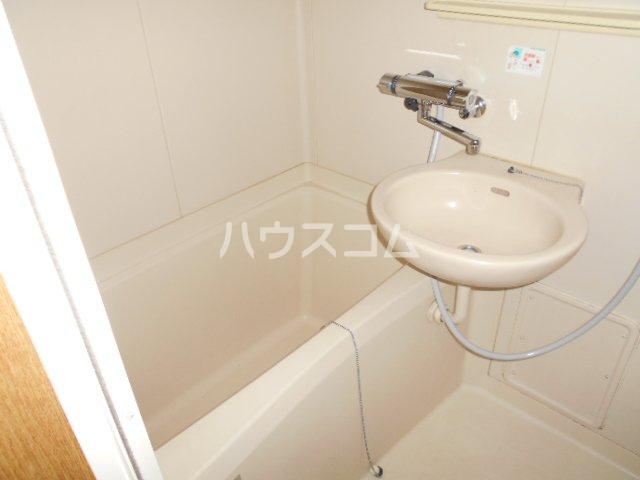 ウィステリア壱番館 302号室の風呂