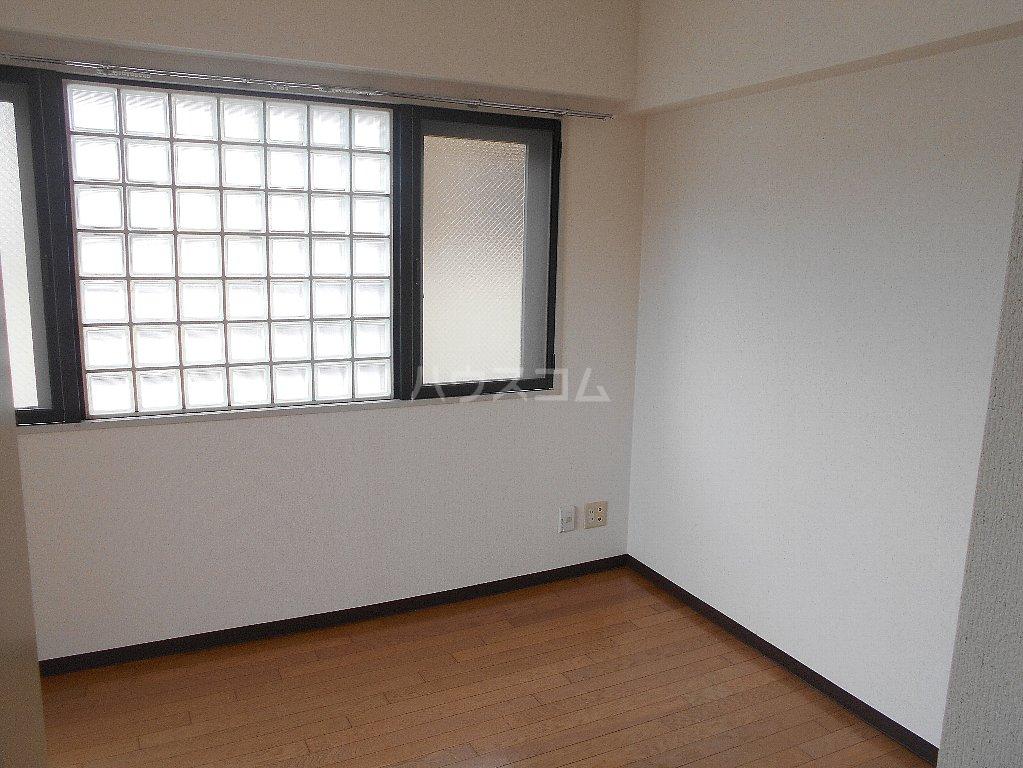 ローバー片倉 301号室のリビング