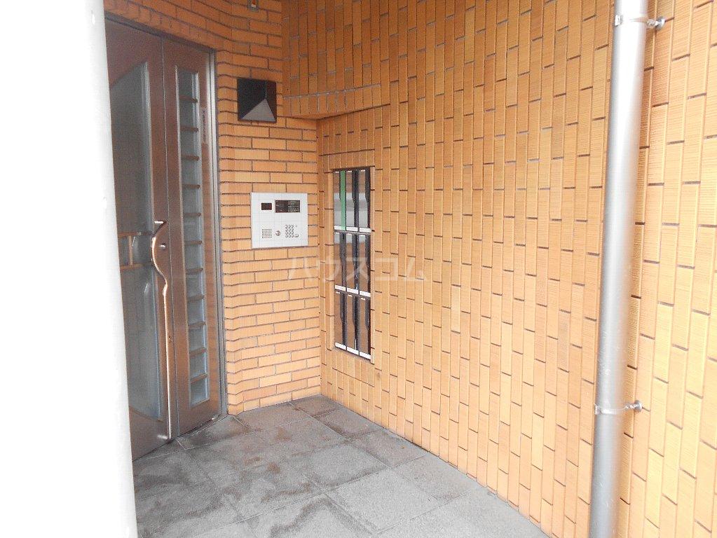 ローバー片倉 301号室の玄関