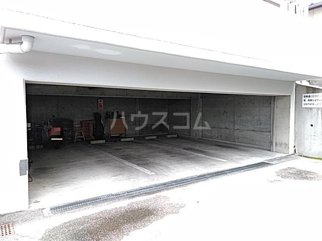 ピアメゾン鹿子 201号室の駐車場