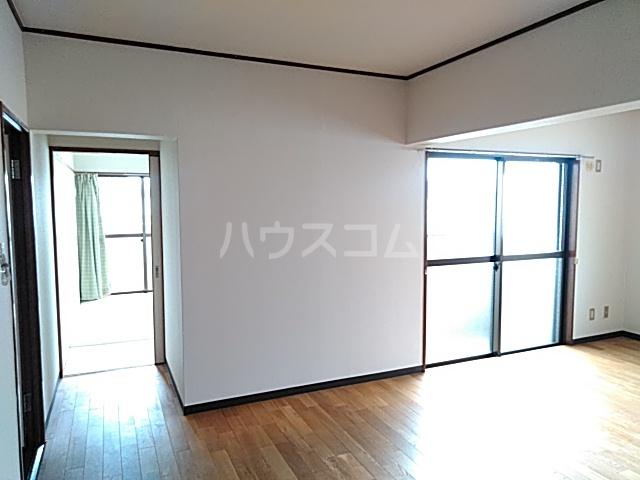 ピアメゾン鹿子 201号室のリビング