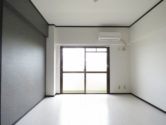 メゾン・ド・藤 202号室のリビング
