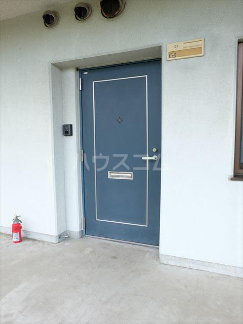 スターハイツⅢ 103号室の玄関