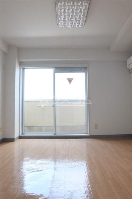 エトワール宇都宮第3 404号室のリビング