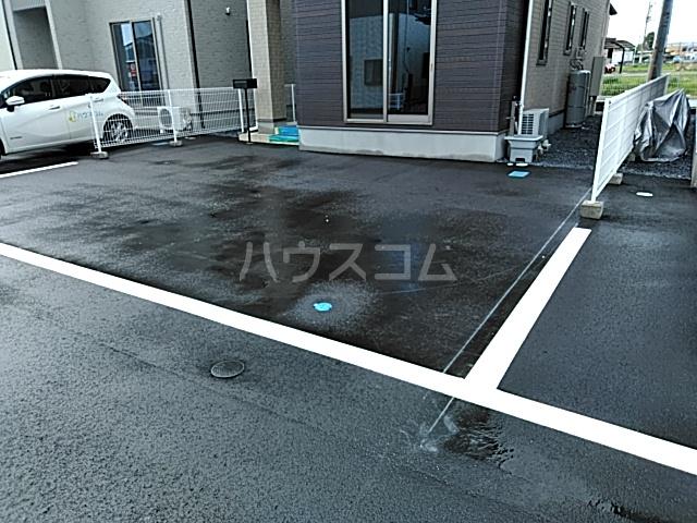 下岡本戸建第9期の駐車場