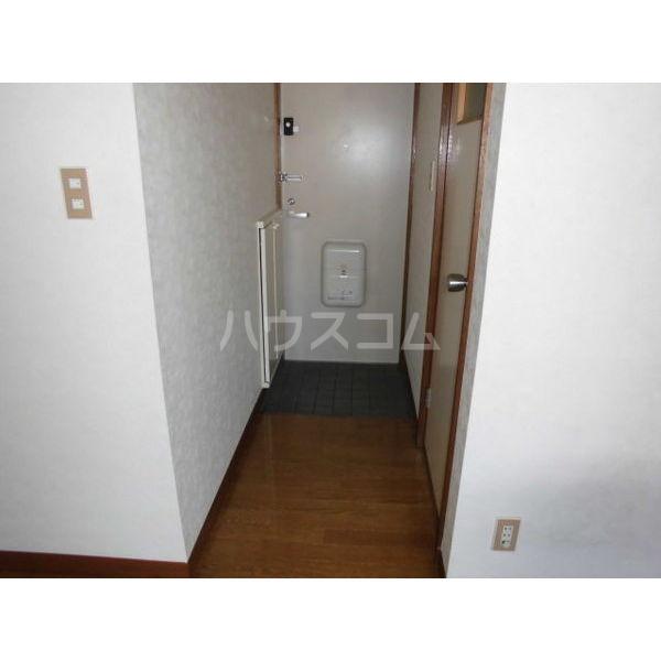 メゾンブランジェ 202号室の玄関
