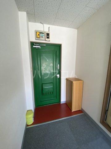 ひばりが丘ハウス 203号室の玄関