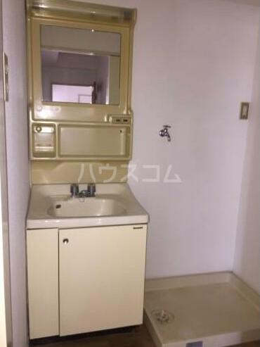 サンクローネ滝山 301号室の洗面所