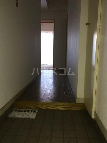 サンクローネ滝山 301号室の玄関