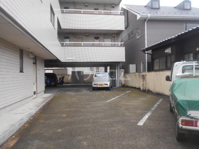 サンヒルズ飯塚 206号室の駐車場