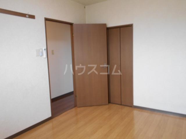 ベルサージュ21 303号室の居室