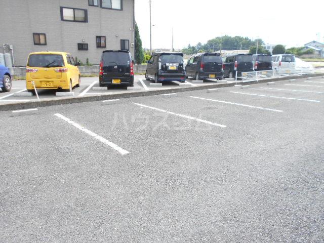 シティーハイツ シクラメンA 103号室の駐車場