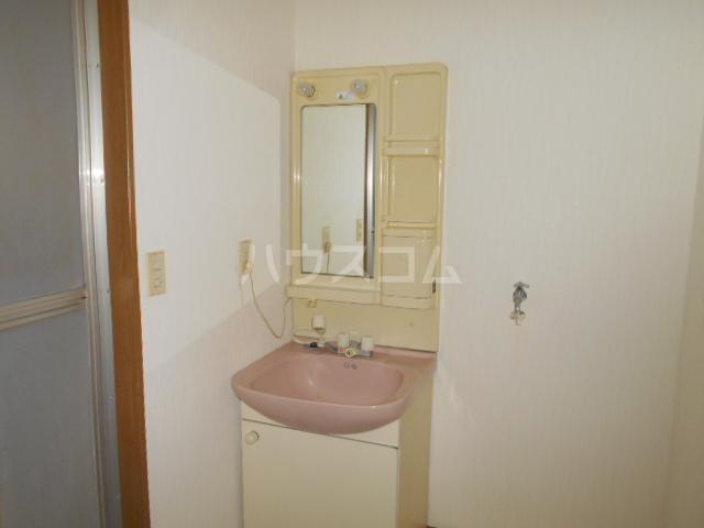 エール1 105号室の洗面所
