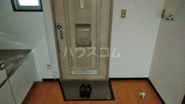 野村ハイツD 202号室の玄関