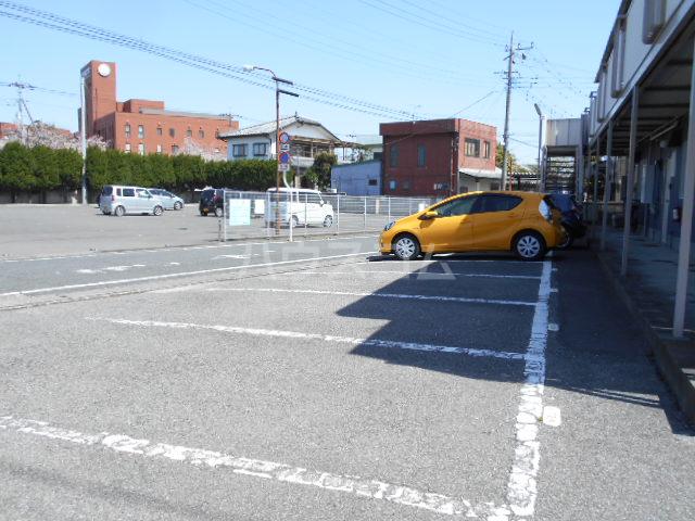 野村ハイツD 202号室の駐車場