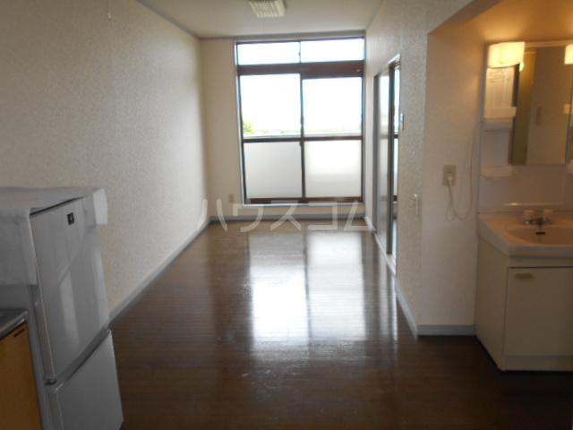 東ハイツ 203号室のリビング
