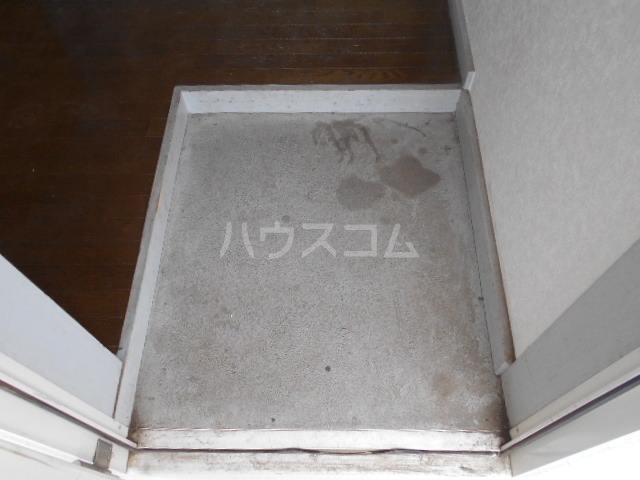 東ハイツ 203号室の玄関