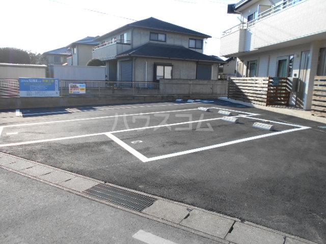 スマイルSUWAの駐車場