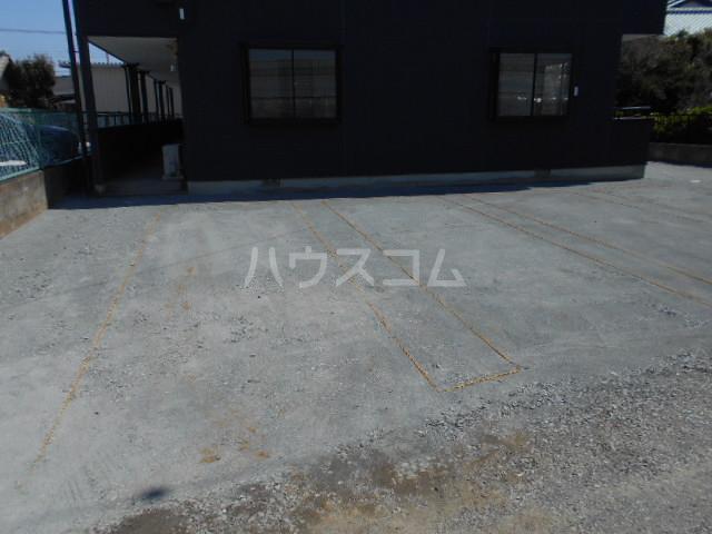 Secret base 201号室の駐車場