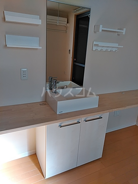 エバーリングA 103号室の洗面所