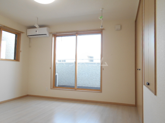 アトリスレジデンスB 1号室の居室