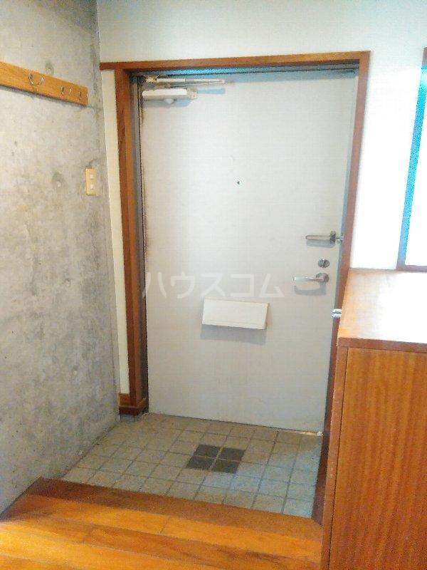 マリンハウス 301号室の玄関