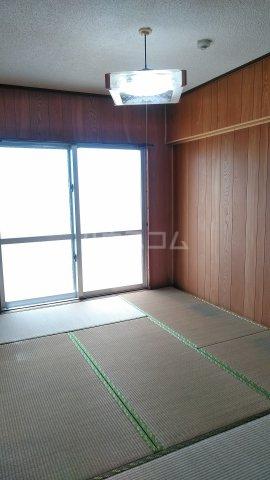 シャトレ高良 301号室の居室
