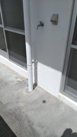 シャトレ高良 301号室の駐車場