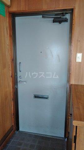 シャトレ高良 301号室の玄関