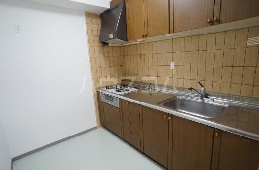 ファミール西町ポートサイド 10F号室のキッチン
