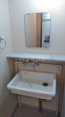 63ビル 505号室の洗面所
