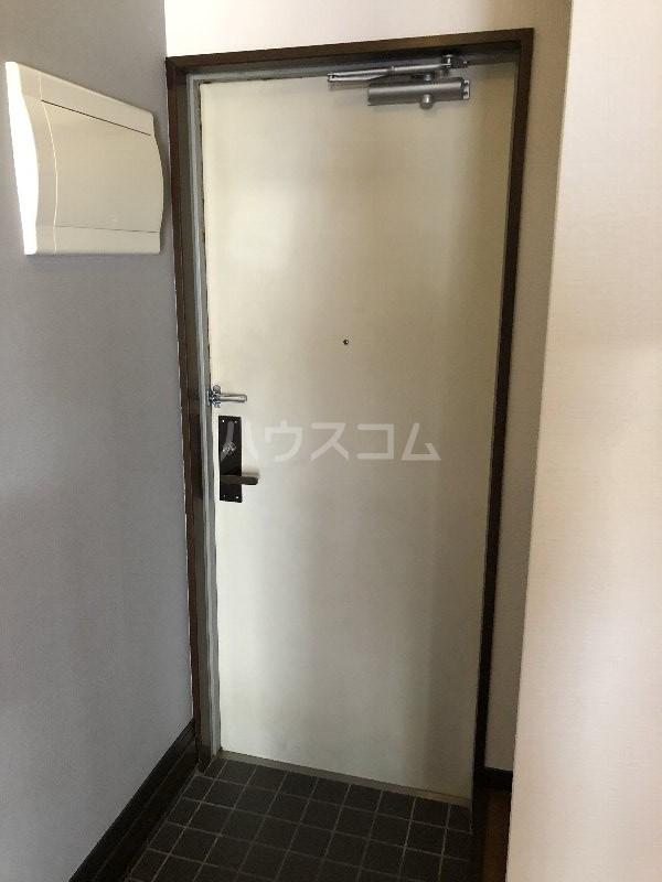 コートヴィレッジ久米 201号室の玄関