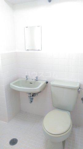 カスティージョ兼城 302号室のトイレ