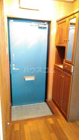 コミュニティ・ヴィレッジ 20A号室の玄関