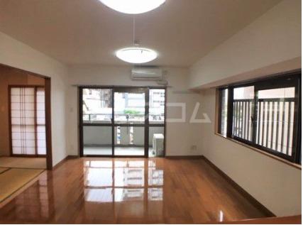 ライオンズマンション新都心 206号室のリビング