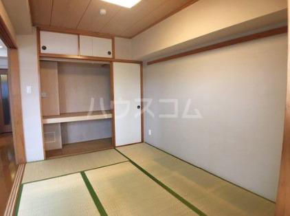 ライオンズマンション新都心 206号室の居室