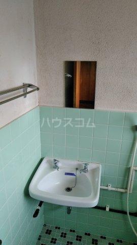 丸平アパート 302号室の洗面所