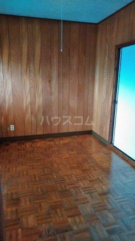 丸平アパート 302号室のリビング