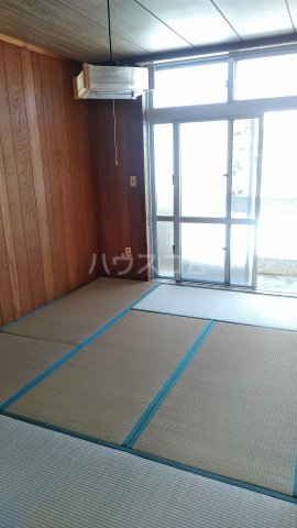 丸平アパート 302号室の居室