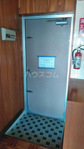 丸平アパート 302号室の玄関