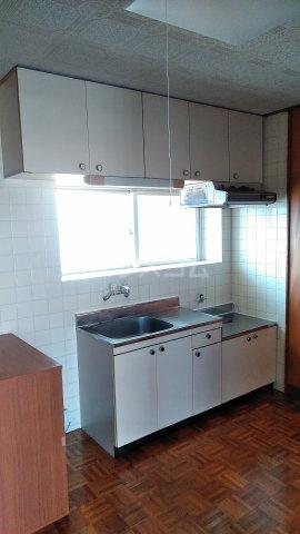 丸平アパート 302号室のキッチン