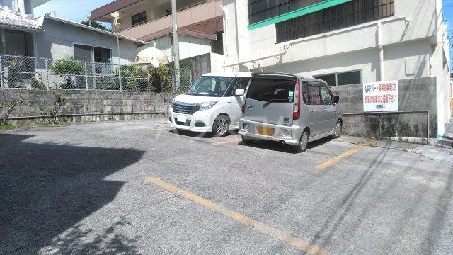 丸平アパート 302号室の駐車場